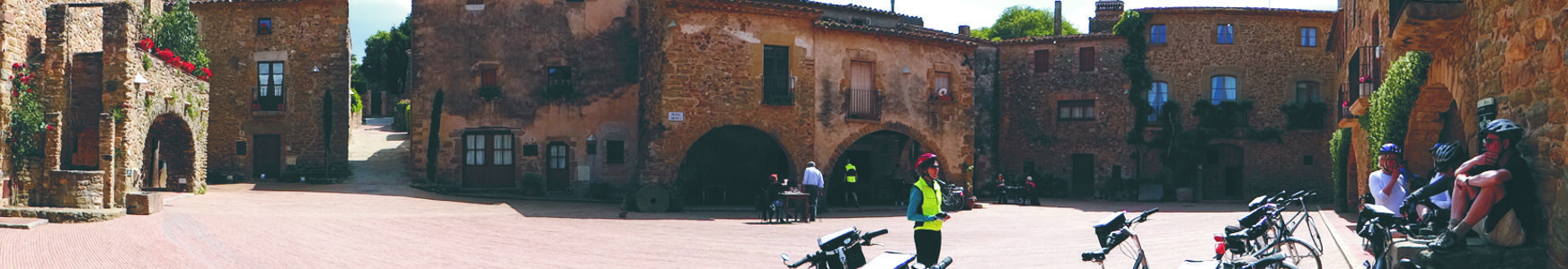 In this Terra Bike tour you can visit Monells wiht a nice central plaza. A spectacular medieval town near Girona